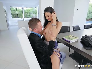 Eliza Ibarra gets her juicy pussy pounded before an memorable facial