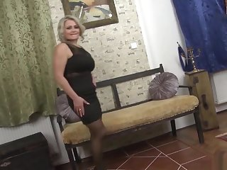 This Mature Mama Creole Wait To Slip Fascinate enjoy Her Black...