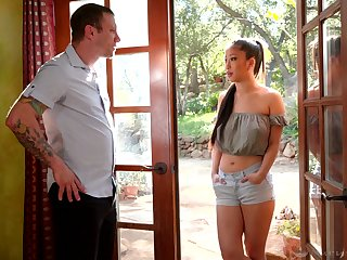 Adorable Asian masseuse Jade Kush treats dude with regard to massage and horny ride