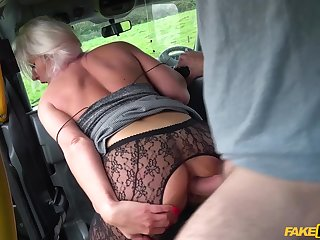 Hot tourist with no money pleases a fake taxi driver