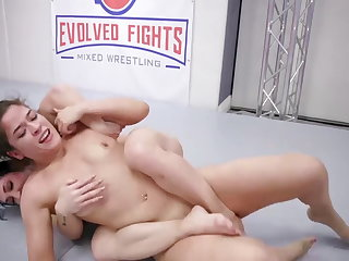 Victoria Voxxx vs Brandi Mae in hot sapphic sex motion