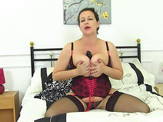 Acquisitive auntie reveals some premium fuck exclusively scenes on cam