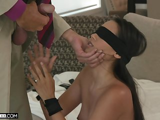 Blindfolded alluring babe close to sexy booty Andreina Deluxe fucks doggy darn perfect