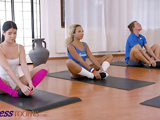 Fitness Rooms, Lexi Dona shares fit lowering girl Romy Indy