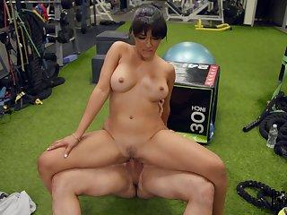Hot brunette Kosame Dash endures a verge on fuck at the gym