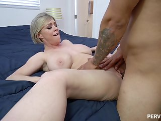 MILF loads her fresh cunt round young dick