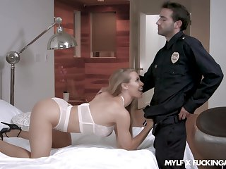 Fake cop fucks this blonde become man after entering her dwelling