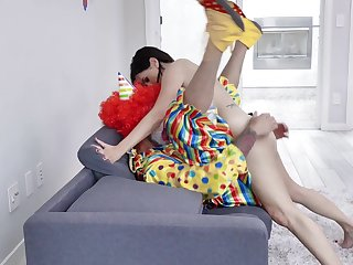 Discomposed woman gets laid with the clown from her jubilee party