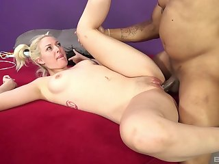 Flexible blonde model Jenna Ivory moans by way of interracial sex