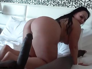 Latin woman in the matter of a big, round butt, Betty Bang had wild sex in the matter of a black guy