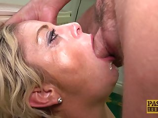 Unskilled video be proper of an older gentleman making out sexy MILF Kelly Cummins