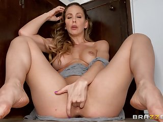 Cherrie DeVille shows off in excellent solo XXX