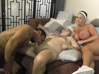 Mr Big Alura Jenson provides the pussy during hot androgynous MMF threesome