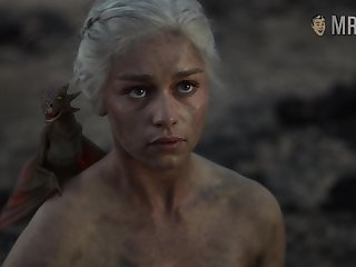 Astonishing scene from GOT blonde Emilia Clarke flashing her nude body