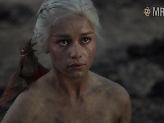 Astonishing scene from GOT blonde Emilia Clarke flashing her nude body