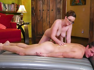 Erotic kneading leads a difficulty order about masseuse to suck plus fuck
