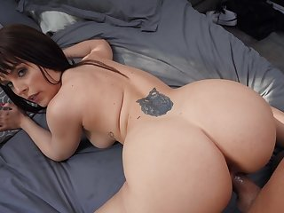 Kiara Edwards gets cum on her close down b close go into hiding burger after a hot POV fuck