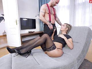 Rough facet and pest fucking makes Mia Linz scream with pleasure