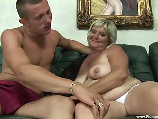 Chubby cougar Zsuzsanna gets talked into riding a distressed cock