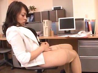 Homemade video with a babe wearing stockings - Reiko Nakamori